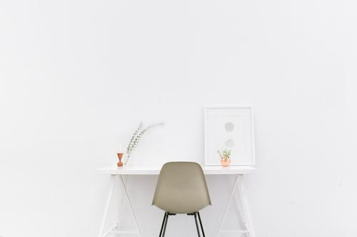 ミニマリストのシンプルな部屋