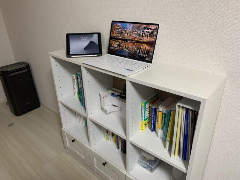 ミニマリストのスタンディングデスクの代用として使える本棚
