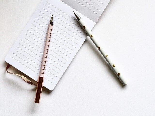 2本のペンとメモ帳